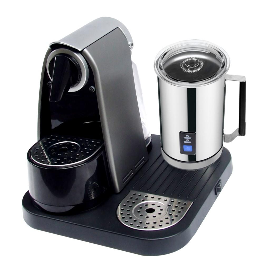 Macchina caffè capsule con cappuccinatore