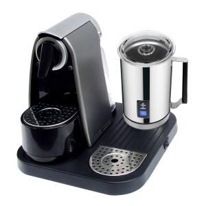 Macchina per caffè espresso in capsule con cappuccinatore